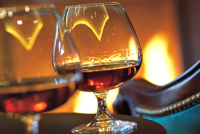 http://www.corsiperbarman.it/wp-content/uploads/2015/08/degustazione-brandy-cognac-armagnac-roma.jpg